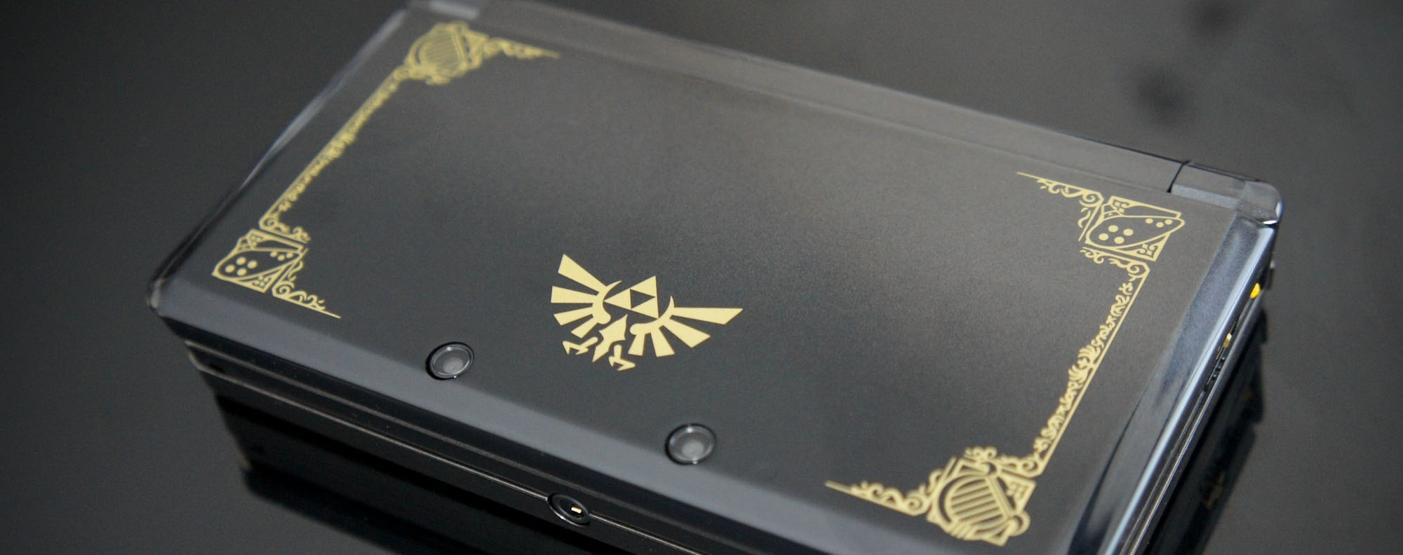 http://consolefun.fr/upload/images/151890387225-ans-zelda-3ds-collector.jpg